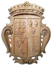 Blason de famille en bois sculpté